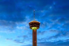 Torre de Américas en la noche en San Antonio, Tejas Fotografía de archivo