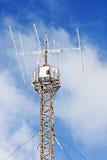 Torre de antena de rádio na neve do inverno Foto de Stock Royalty Free