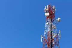 Torre de antena do telefone celular fotografia de stock royalty free