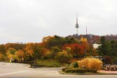 Torre de Autumn Seoul imagen de archivo libre de regalías