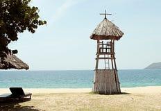 Torre de bambú del salvavidas en la playa en Vietnam Fotografía de archivo