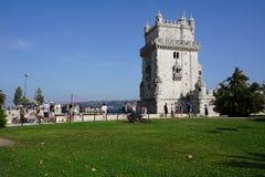Torre de Belém em Lisboa, em Portugal com os 25 com ponte do 25 de abril e em Jesus Christ Monument no fundo imagem de stock royalty free