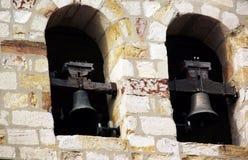 Torre de Bell com os dois sinos da igreja de Santiago Apostle em Córdova, a Andaluzia spain fotografia de stock