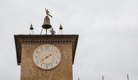 Torre de Bell con el reloj foto de archivo