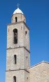 Torre de Bell da igreja de Propriano, fachada de pedra cinzenta Fotografia de Stock