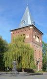 Torre de Bell da igreja de St Bartholomew e do monumento de Yuriy Dr Fotos de Stock Royalty Free
