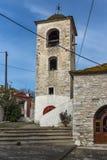 Torre de Bell da igreja ortodoxa com o telhado de pedra na vila de Theologos, ilha de Thassos, Grécia Fotografia de Stock