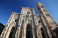Torre de Bell de Giotto da igreja da catedral dos fresco das estátuas da fachada do domo, Florence Italy Foto de Stock Royalty Free