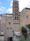 Torre de Bell e parte da igreja medieval de Saint Giovanni e Paul a Roma Italy Foto de Stock