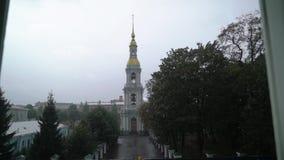 Torre de Bell de St Nicholas Naval Cathedral na catedral ortodoxo barroco de St Petersburg Rússia vídeos de arquivo