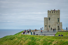 Torre de Briens do ` de O nos penhascos de Moher, Irlanda Fotos de Stock Royalty Free