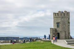 Torre de Briens do ` de O nos penhascos de Moher, Irlanda Imagem de Stock