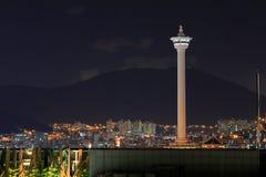 Torre de Busán en la noche foto de archivo libre de regalías