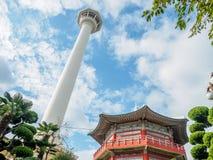 Torre de Busan no parque de Yongdusan Fotografia de Stock Royalty Free