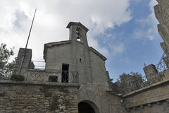 Torre de Cesta para dentro, uma da fortaleza três em São Marino Foto de Stock