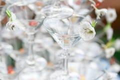 Torre de Champán lista para derramar el alcohol Imagen de archivo libre de regalías