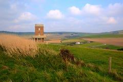 Torre de Clavell que pasa por alto la bahía de Kimmeridge al este de la costa Inglaterra Reino Unido de Dorset de la ensenada de  Fotografía de archivo libre de regalías