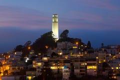 Torre de Coit por noche Foto de archivo libre de regalías