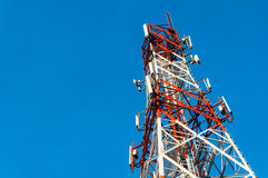 Torre de comunicación imagenes de archivo