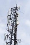 Torre de comunicaciones con las antenas Fotografía de archivo libre de regalías