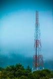 Torre de comunicaciones de la antena del teléfono celular Fotos de archivo libres de regalías