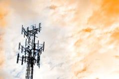 Torre de comunicaciones urbana Imágenes de archivo libres de regalías