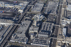 Torre de control de la opinión aérea del aeropuerto internacional de Los Ángeles y Imagen de archivo libre de regalías