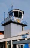 Torre de control del aeropuerto imágenes de archivo libres de regalías