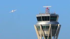 Torre de control del radar del aeropuerto metrajes