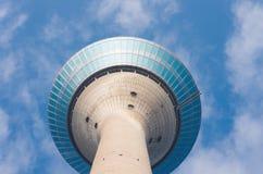 Torre de Düsseldorf el Rin Fotos de archivo libres de regalías