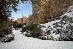 Torre de David en Jerusalén en invierno en nieve. Fotografía de archivo