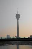 Torre de Düsseldorf el Rin Imagen de archivo