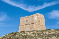 Torre de Dwajra situada na ilha de Gozo, Malta. imagens de stock