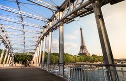 Torre de Effeil de Passerelle Debilly en París Imagenes de archivo