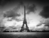 Torre de Effel, París, Francia Blanco y negro, vintage Fotos de archivo libres de regalías