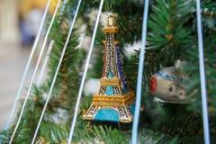 Torre de Eifel em uma árvore Imagens de Stock Royalty Free