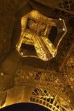 Torre de Eifel en noche de verano Foto de archivo libre de regalías