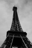 Torre de Eiffle no dia em preto e branco Fotos de Stock Royalty Free