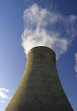 Torre de enfriamiento imagenes de archivo