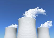 Torre de enfriamiento de la central nuclear Foto de archivo