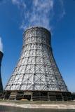 Torre de enfriamiento de la central nuclear foto de archivo libre de regalías