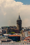 Torre de Galata en Beyoglu Estambul Turquía Fotos de archivo