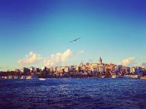 Torre de Galata, la nueva ciudad de Estambul Fotos de archivo