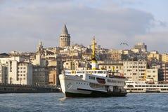 Torre de Galata y nave de pasajero Imagen de archivo libre de regalías