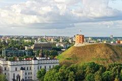 Torre de Gediminas y el castillo más bajo en Vilna en Lituania Fotos de archivo libres de regalías