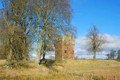 Torre de Greenknowe en últimas fronteras del escocés del sol del invierno foto de archivo
