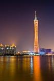 Torre de Guangzhou en la noche Fotos de archivo libres de regalías