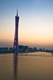 Torre de Guangzhou en la oscuridad Foto de archivo libre de regalías