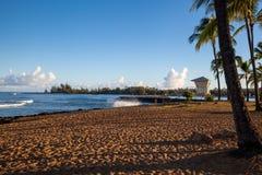 Torre de guardia de vida en el parque de la playa de Alii en Haleiwa, Oahu Imágenes de archivo libres de regalías