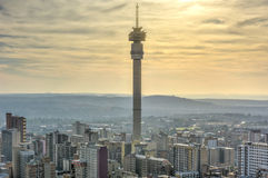 Torre de Hillbrow - Joanesburgo, África do Sul fotografia de stock royalty free